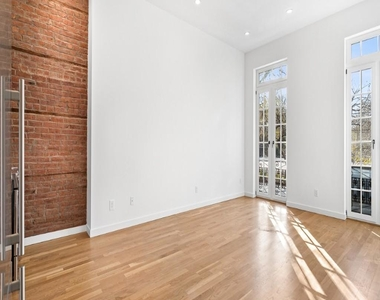 301 East 10th Street - Photo Thumbnail 3
