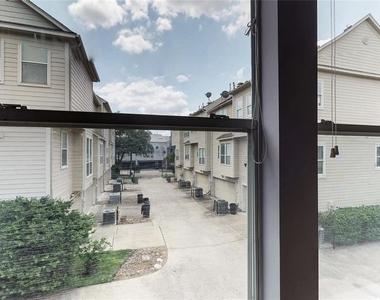 2706 Crawford Street - Photo Thumbnail 47