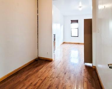 245 Montrose Avenue - Photo Thumbnail 2