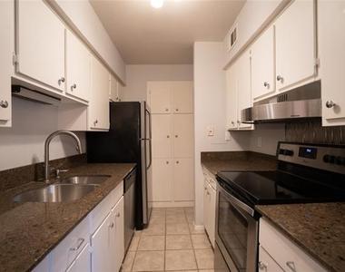 4112 Bowser Avenue - Photo Thumbnail 6