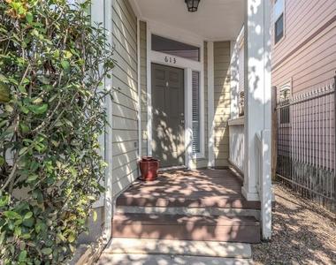 613 W 20th Street - Photo Thumbnail 3