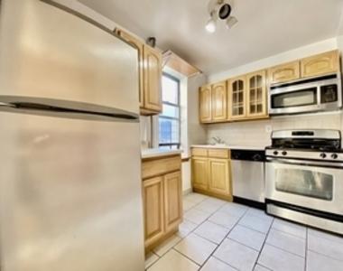 West 185th St & Pinehurst Avenue - Photo Thumbnail 3