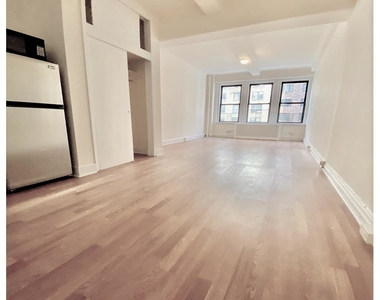 42 West 72nd Street - Photo Thumbnail 3