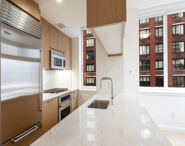 300 North End Avenue - Photo Thumbnail 2