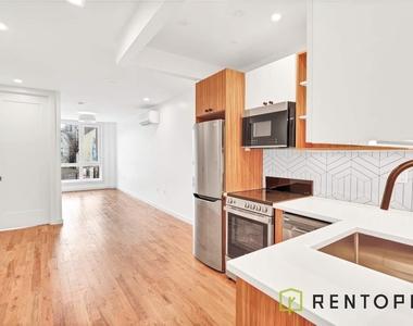 770 Lexington Avenue - Photo Thumbnail 0