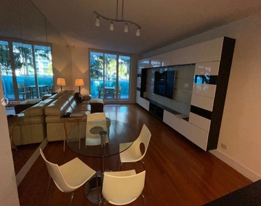2301 Collins Ave - Photo Thumbnail 3