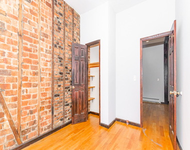 901 Willoughby Avenue - Photo Thumbnail 8