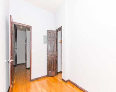 901 Willoughby Avenue - Photo Thumbnail 6