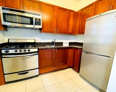 228 West 71st Street - Photo Thumbnail 2