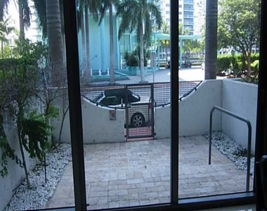 6000 Collins Ave - Photo Thumbnail 13