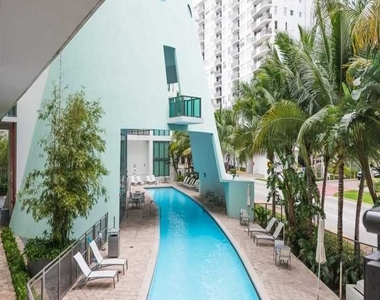 6000 Collins Ave - Photo Thumbnail 52