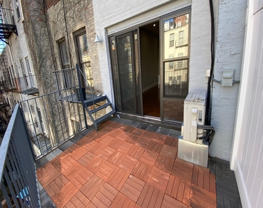 423 East 82nd Street - Photo Thumbnail 2