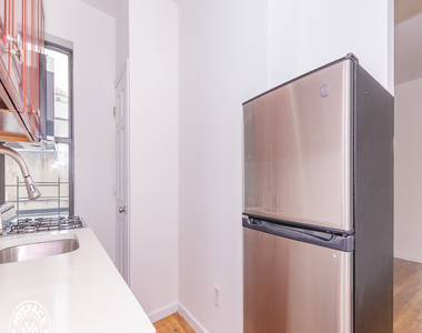 879 Dekalb Avenue - Photo Thumbnail 4