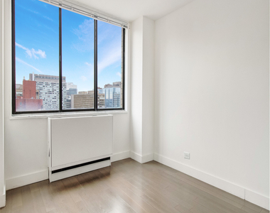 312 East 30th Street - Photo Thumbnail 2