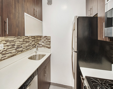 312 East 30th Street - Photo Thumbnail 3