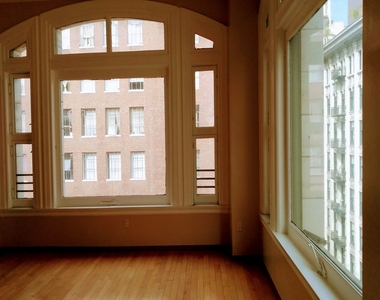 220 W 5th St - Photo Thumbnail 3