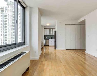 West 31st Street - Photo Thumbnail 0
