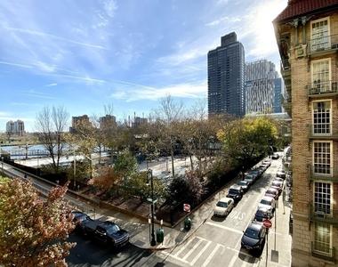 East 78th Street - Photo Thumbnail 0