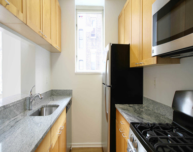 305 West 50th Street - Photo Thumbnail 9