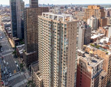777 6th Avenue - Photo Thumbnail 2