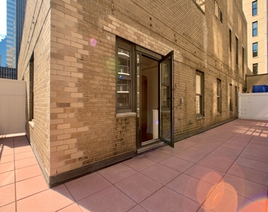 East 56th Street & Lexington Ave - Photo Thumbnail 0