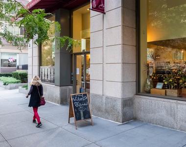 160 Riverside Blvd - Photo Thumbnail 37