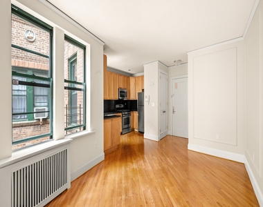226 East 70th Street - Photo Thumbnail 1