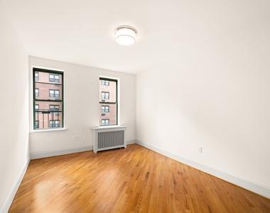 226 East 70th Street - Photo Thumbnail 3