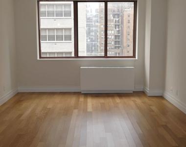 West 52nd Street - Photo Thumbnail 2