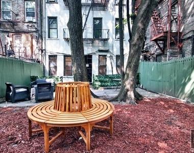 East 7 Street - Photo Thumbnail 4