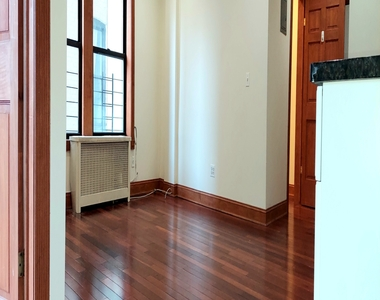 305 Convent Ave - Photo Thumbnail 4