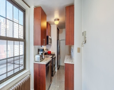 30 East 68th Street - Photo Thumbnail 2