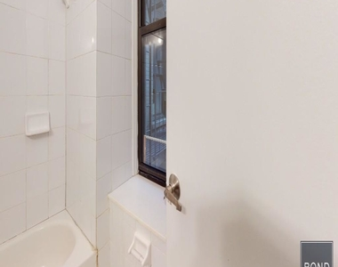415 East 73 Street - Photo Thumbnail 4