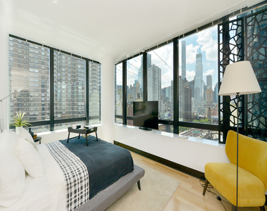 1113 York Avenue - Photo Thumbnail 4
