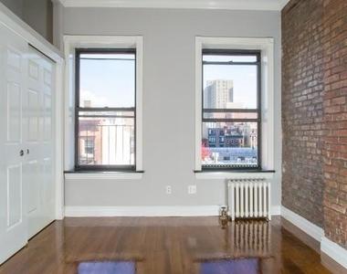 East 10 Street - Photo Thumbnail 3