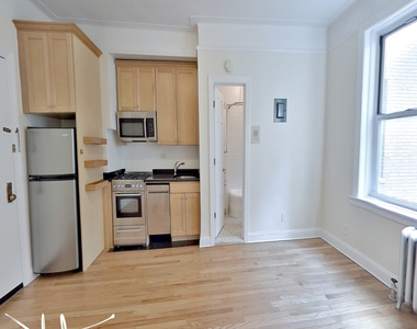 117 West 13th Street - Photo Thumbnail 2