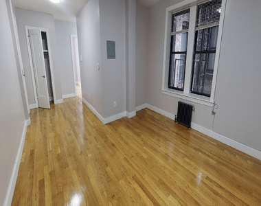 East 124th Street - Photo Thumbnail 4