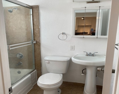 1811 Tamarind Ave - Photo Thumbnail 8