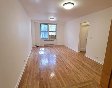 225 East 47th Street - Photo Thumbnail 2