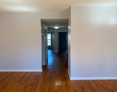 789A Willoughby Avenue - Photo Thumbnail 3