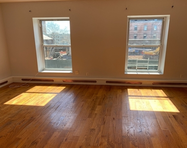 789A Willoughby Avenue - Photo Thumbnail 1