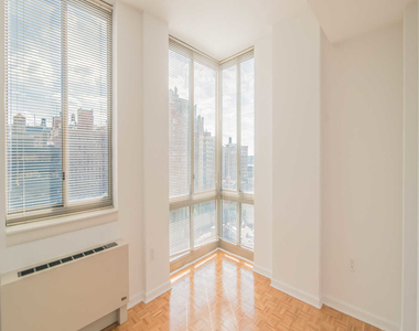 400 West 37th St - Photo Thumbnail 8