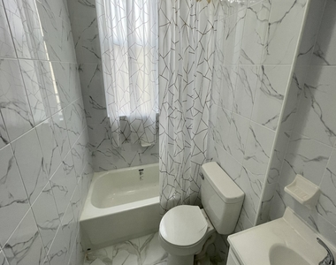 256 Kingsland Avenue - Photo Thumbnail 5