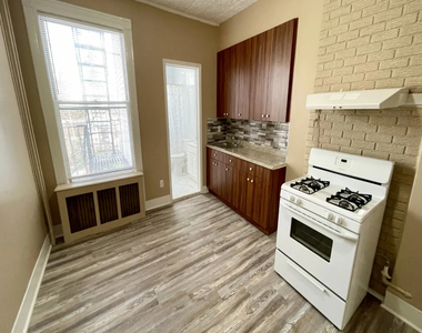 256 Kingsland Avenue - Photo Thumbnail 4