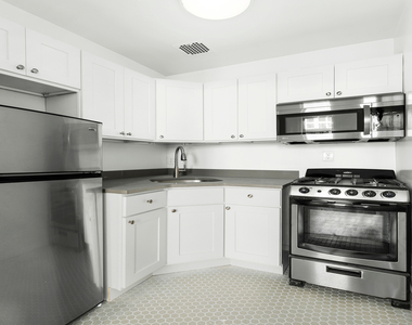 320 West 22nd Street - Photo Thumbnail 3