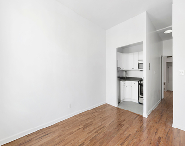 320 West 22nd Street - Photo Thumbnail 1