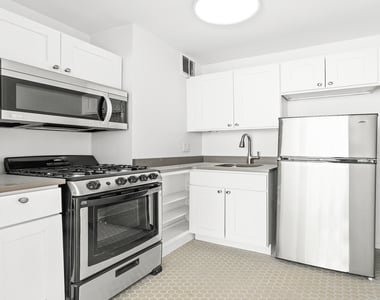 320 West 22nd Street - Photo Thumbnail 2