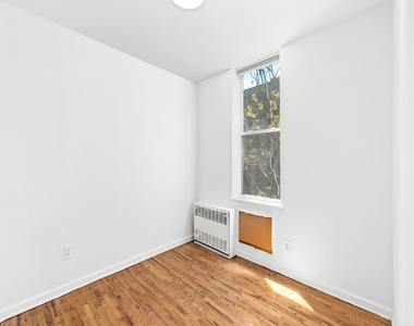 320 West 22nd Street - Photo Thumbnail 4