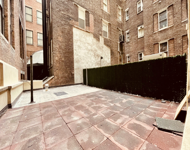 5th Avenue - Photo Thumbnail 3