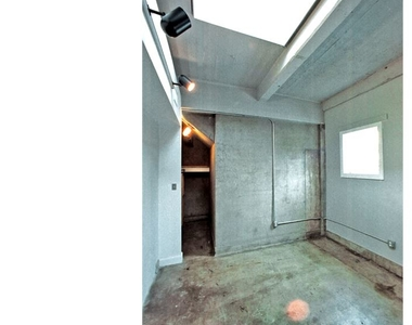 144 W Laurel St - Photo Thumbnail 1